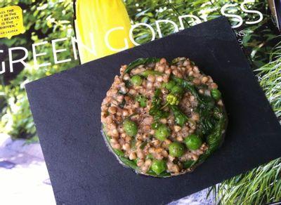 Risotto de sarrasin grillé, petits pois et épinards