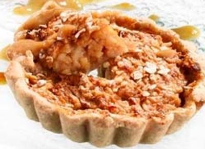 Tarte cannelle aux pommes râpées et crème d'abricots secs au lait d'avoine
