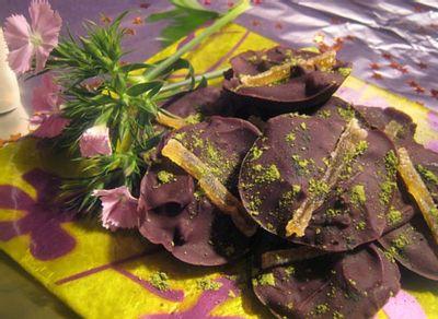 Mignardises de Noël : palets au chocolat, gingembre et basilic