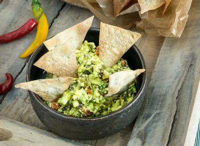 Guacamole et totopos