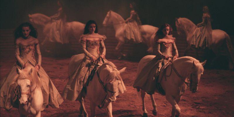 Femmes à cheval puissantes