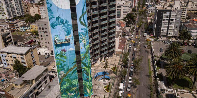"""Street art engagé : """"les femmes qui protègent la Terre"""" par Mona Caron [nid:96119]"""