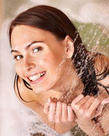 femme douche se laver