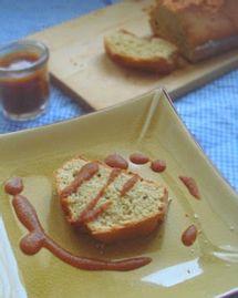 Cake au quinoa et au sésame, sauce darjeeling aux abricots secs