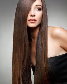 Le lissage brésilien qui agresse le cheveu