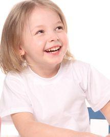enfant sourire fille joie blonde