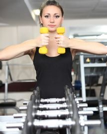 femme sport musculation bras poids minceur