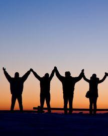 chaine humaine ensemble solidarite