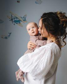 Signer avec bébé : pourquoi se lancer et comment faire ?