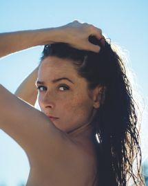 Slow cosmétique : soigner ses taches brunes naturellement