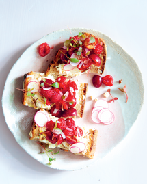 Toasts ricotta et fruits rouges