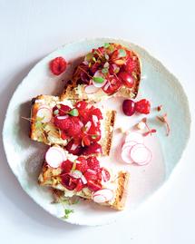 Toasts ricottaet fruits rouges