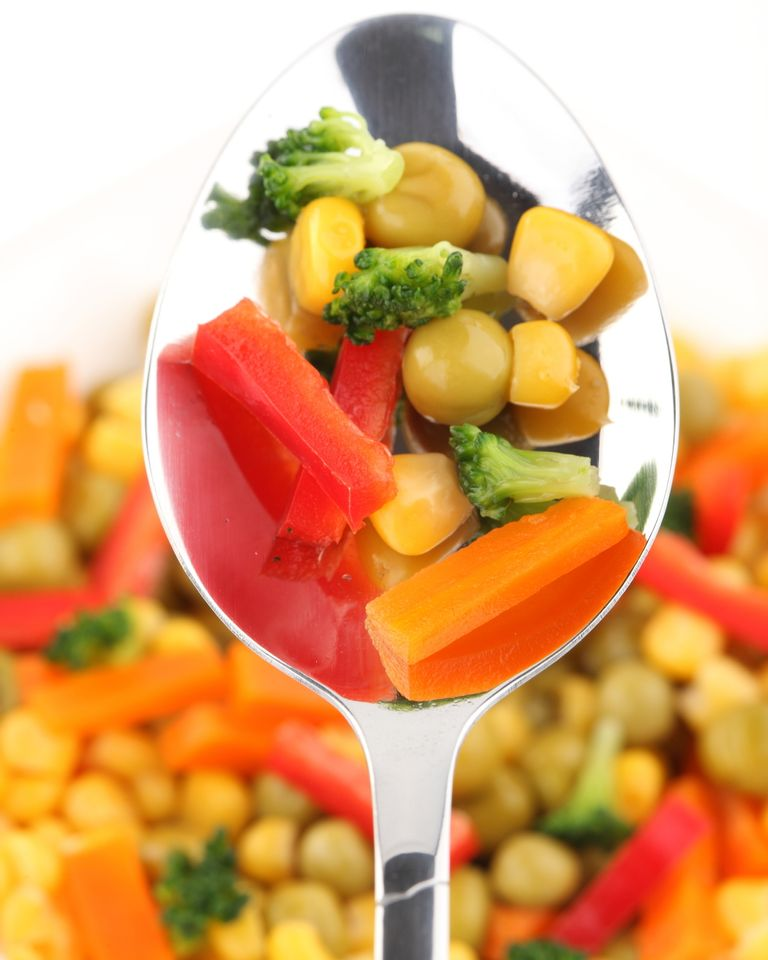 cuillère légumes assiette