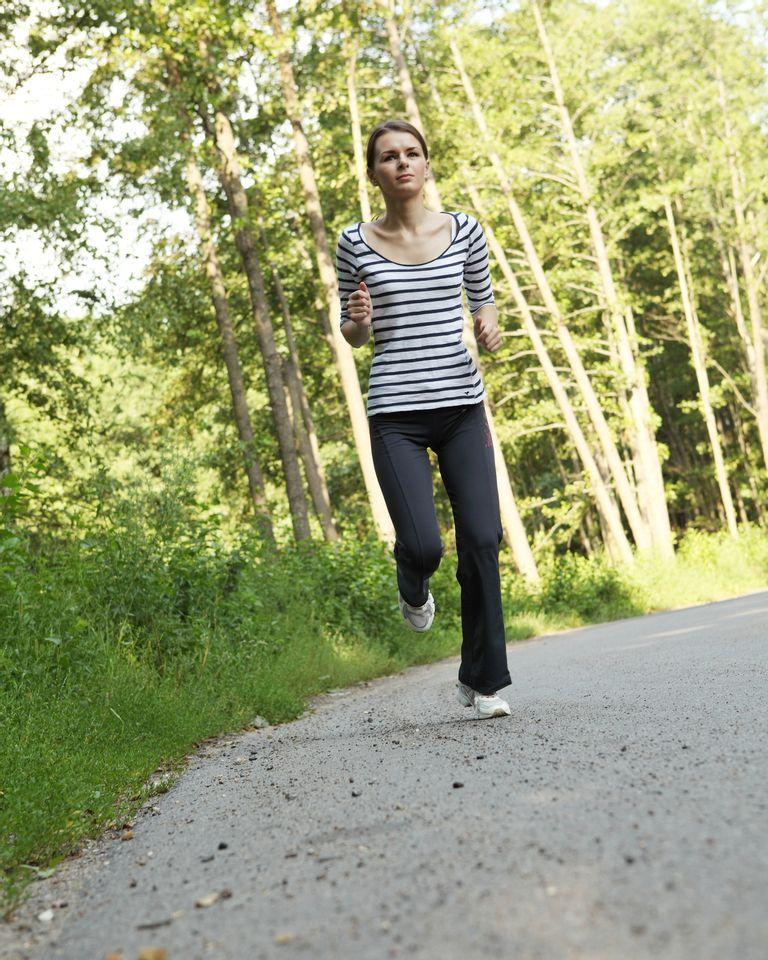 femme course à pieds