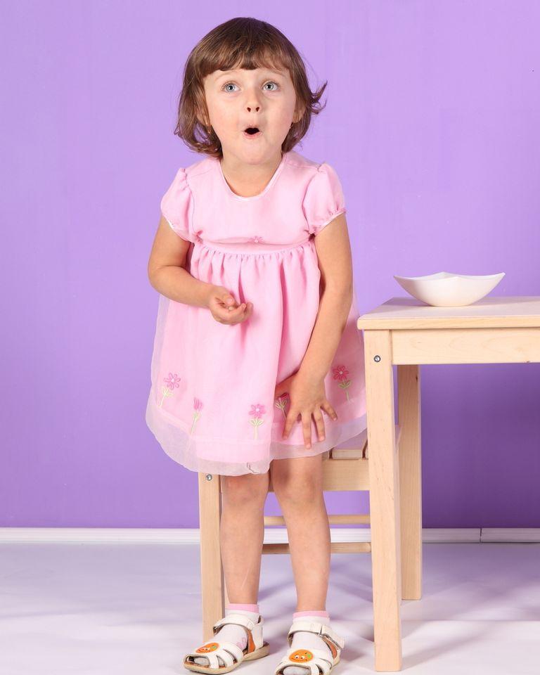 enfant grimace table