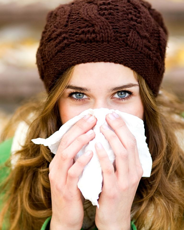 Femme nez rhume mouchoir