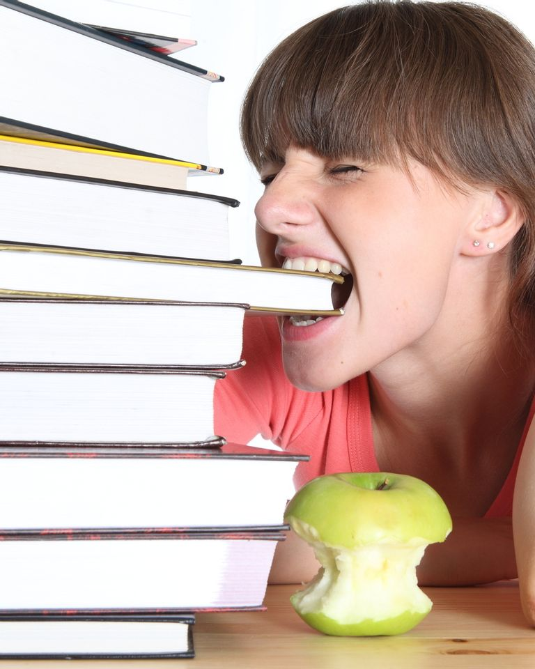 piles de livres femme pomme