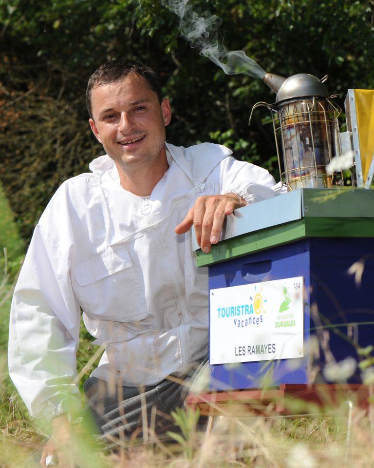 Régis Lippinois, Un toit pour les abeilles
