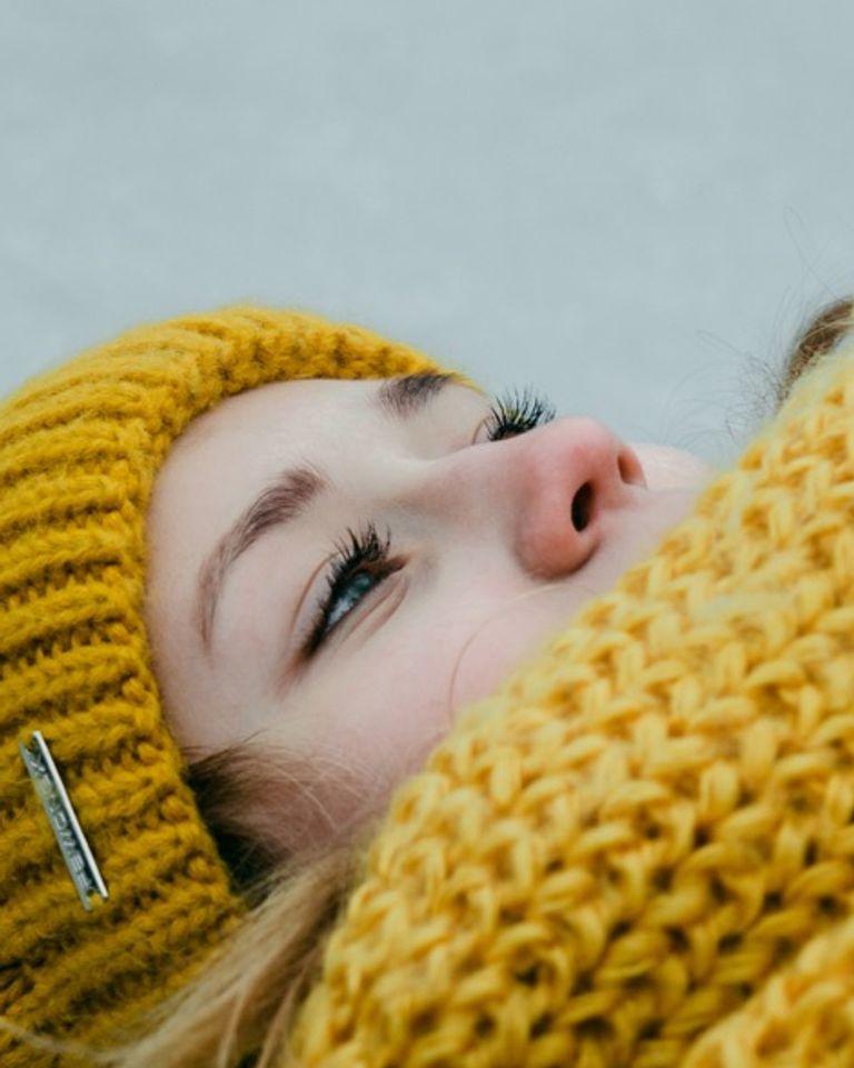 Fille femme écharpe bonnet hiver froid