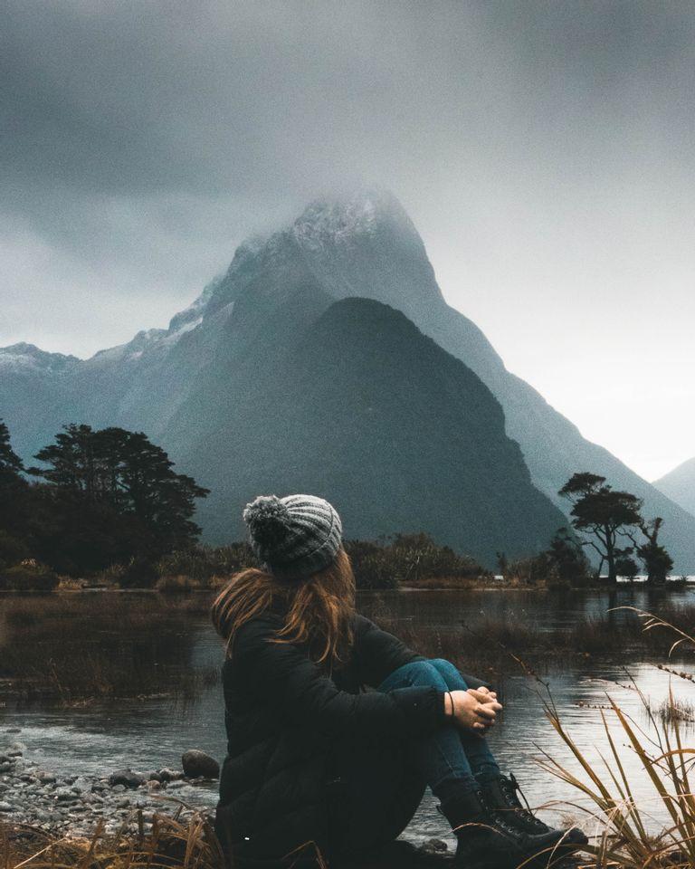 femme montagne réflexion
