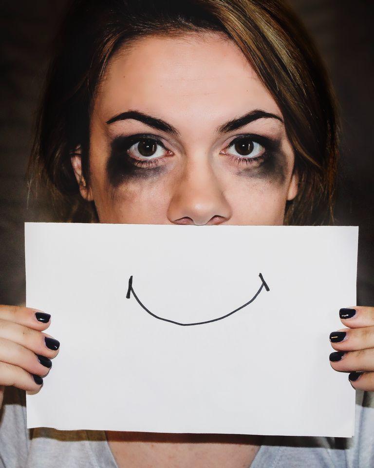 Femme pleure smiley