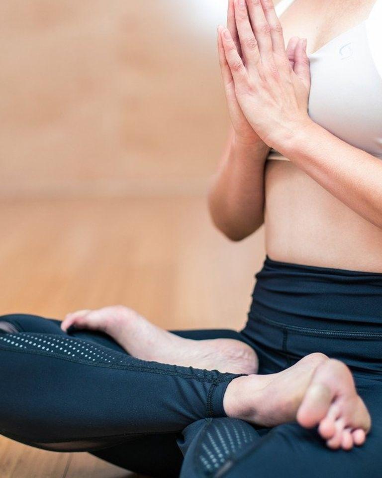 Femme posture yoga