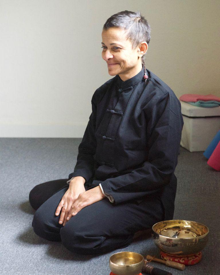 Rencontre avec Solange Minali-Bella, professeure de yoga