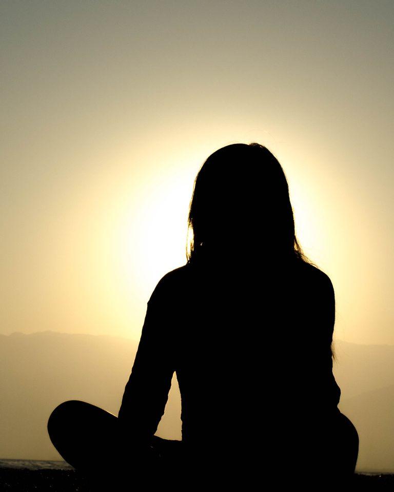 Méditer avec les anges gardiens : conseils et astuces pour ouvrir votre coeur à la plénitude intérieure