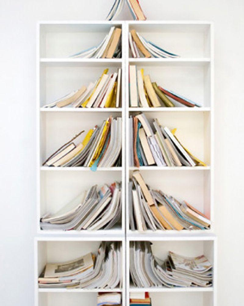 Le sapin simple comme une bibliothèque