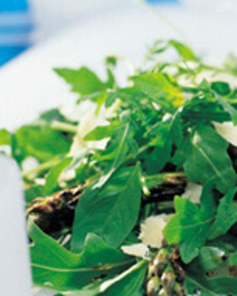 Salade d'asperges grillées au feu de bois au parmesan
