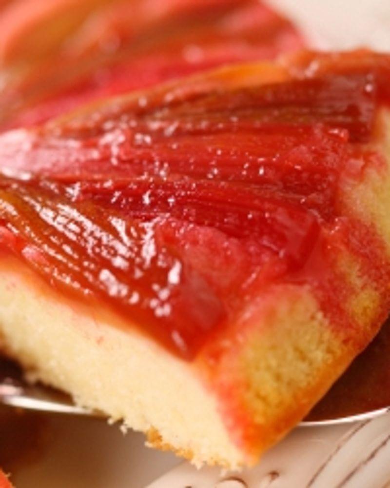 Gâteau léger et citronné à la rhubarbe