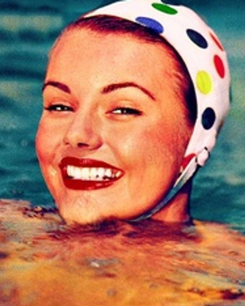 femme natation pub