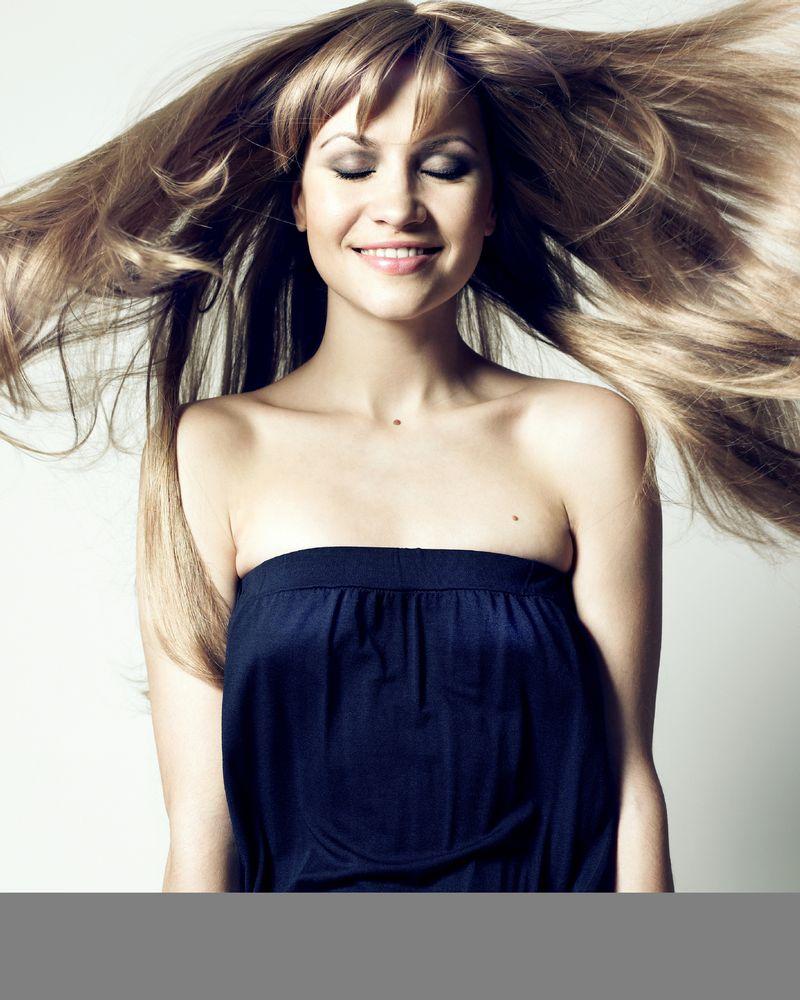 Femme sourire cheveux