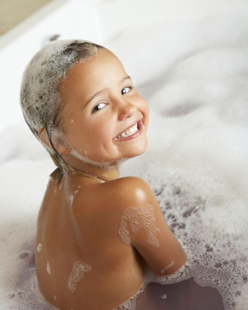 enfant bain sourire