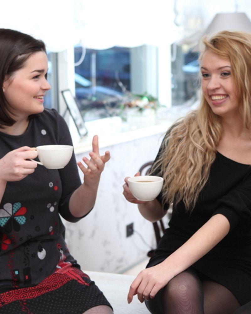 amies rire café copines