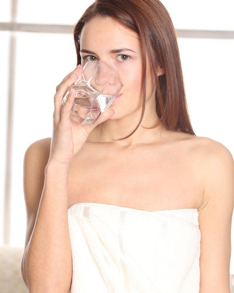 boire eau santé femme