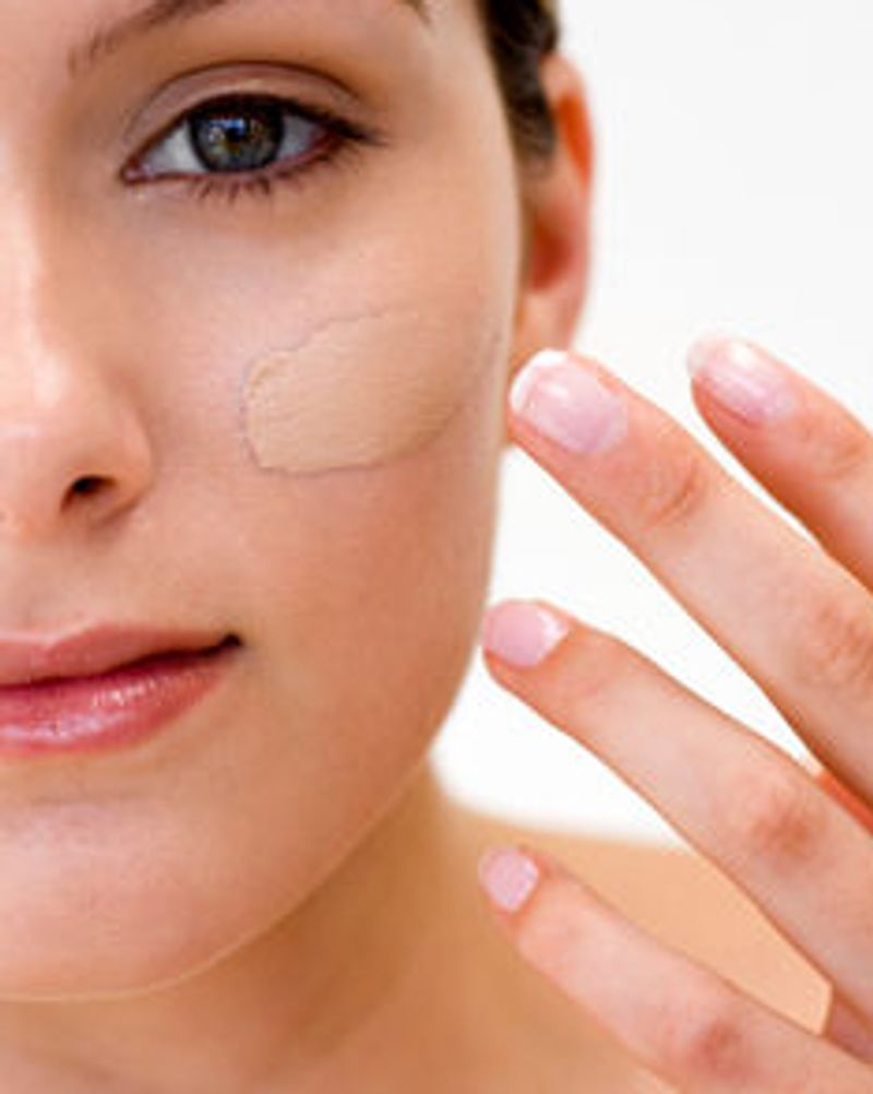 fond de teint peau visage femme