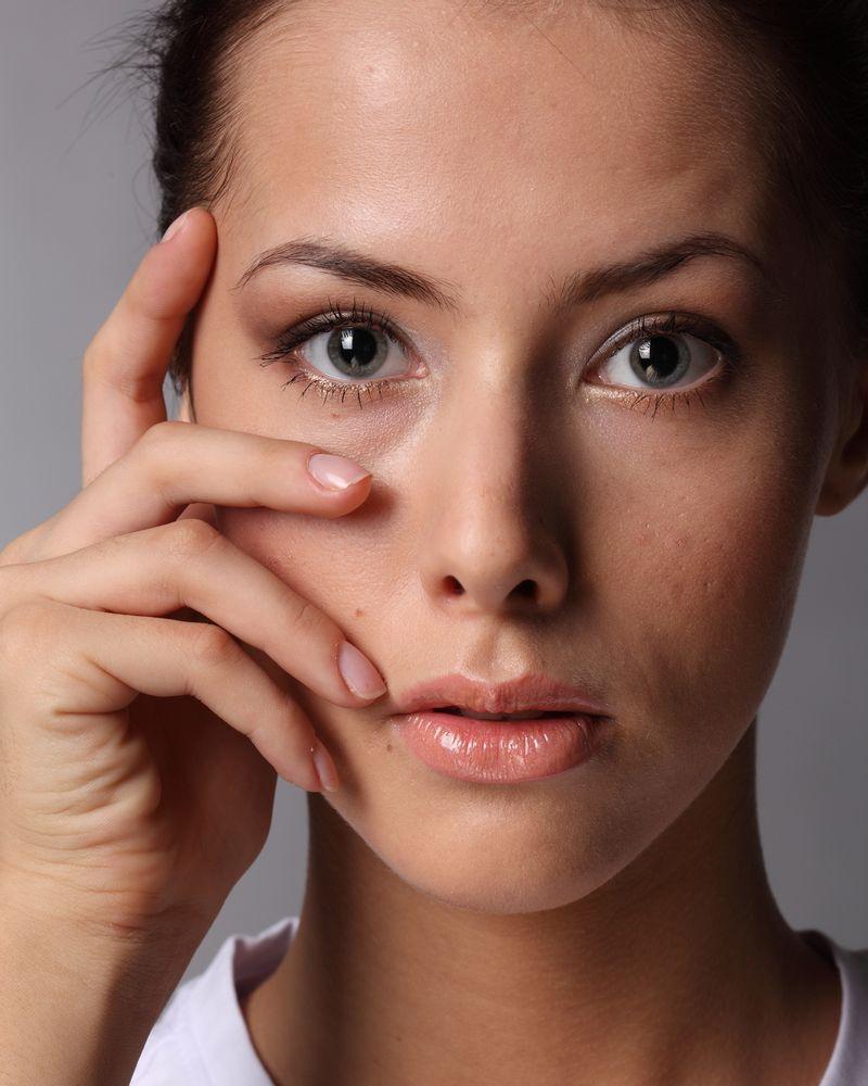 femme acné peau boutons