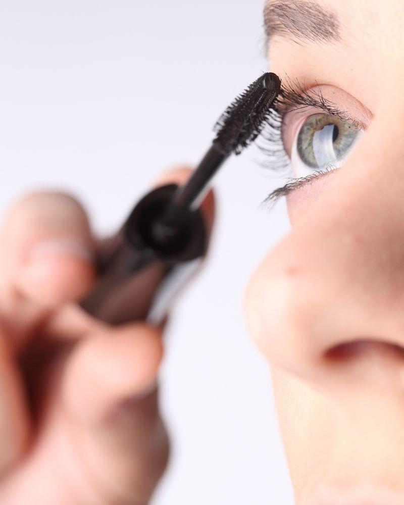 mascara yeux femme