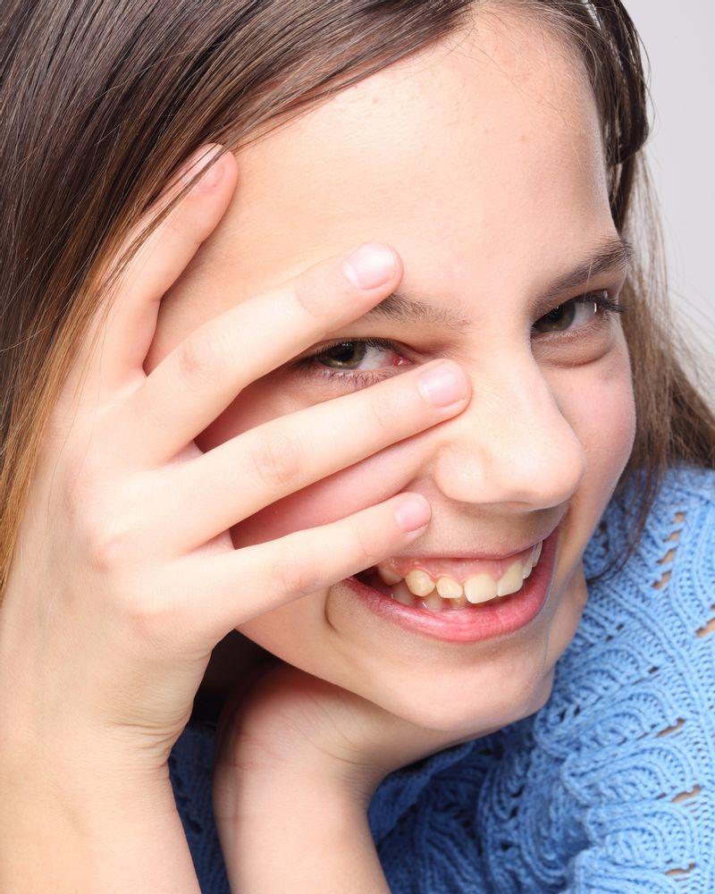 fille adolescente rire