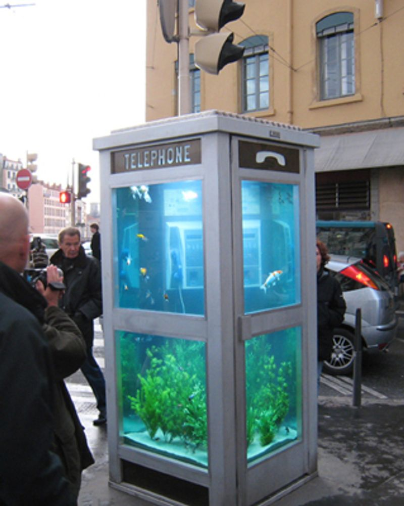 Création de Benoît Deseille et Benedetto Bufalino dans une cabine téléphonique à Lyon