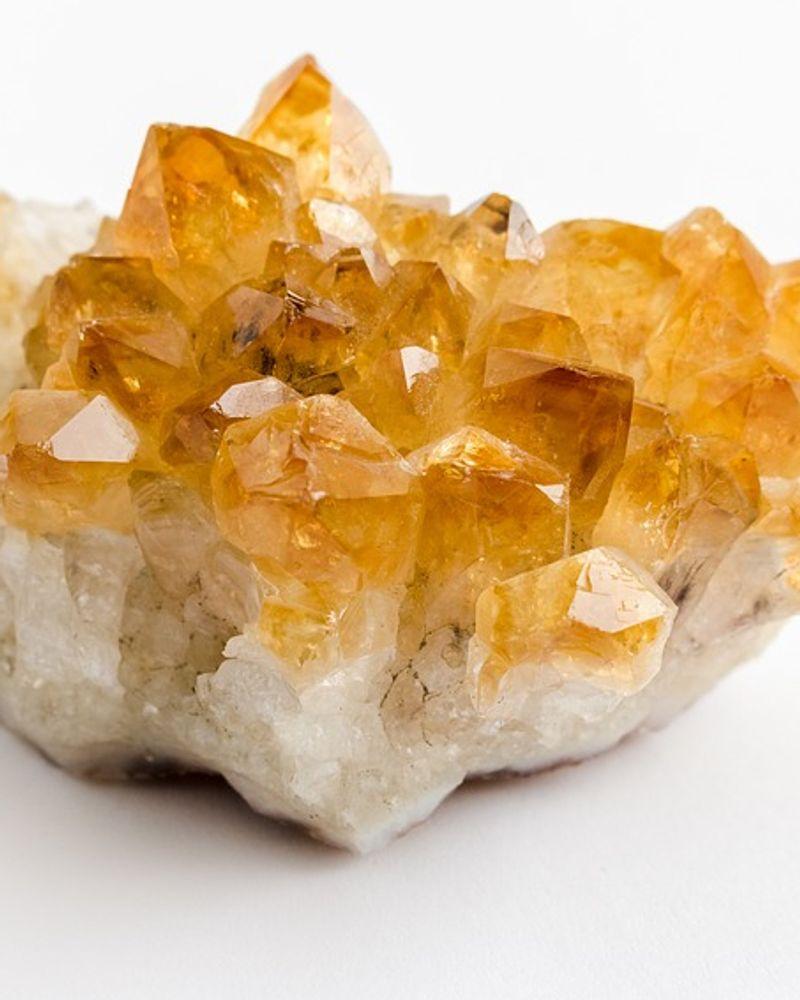 citrine pierre précieuse jaune
