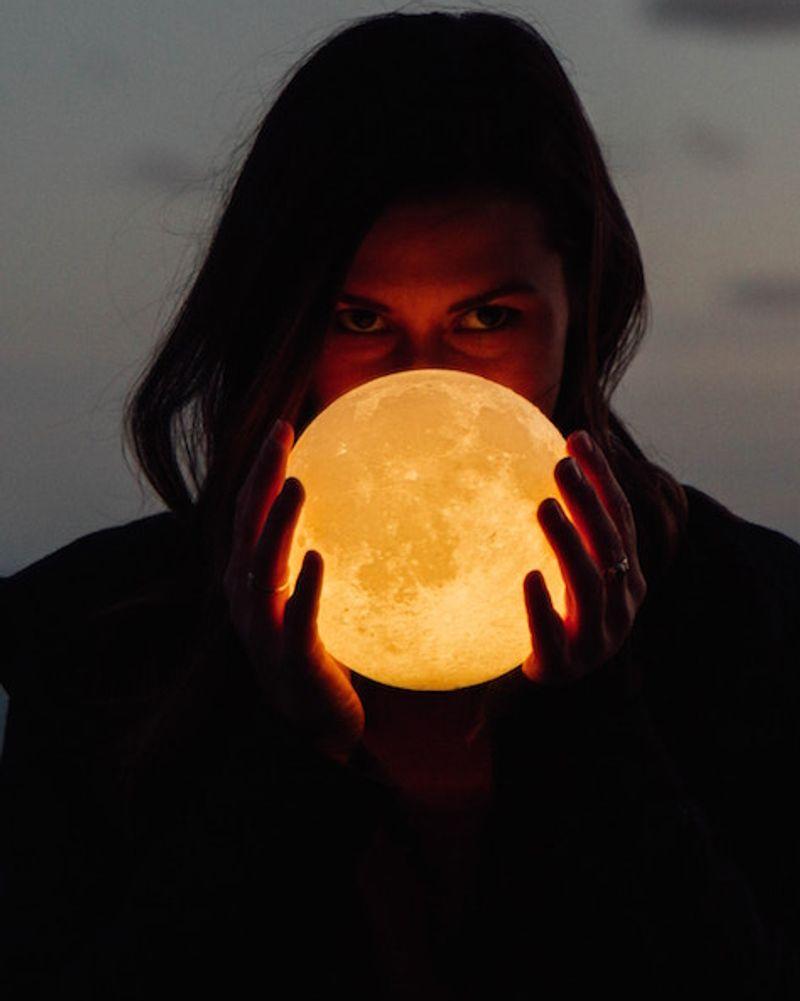 Cycle féminin : utiliser les énergies de la lune pour découvrir sa puissance