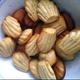 Mini madeleines au matcha, pistaches et fleur d'oranger