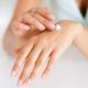 Réparer ses mains sèches et abîmées avec des crèmes bio