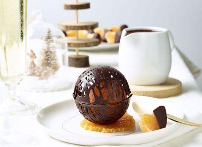 Sphère en chocolat et agrumes