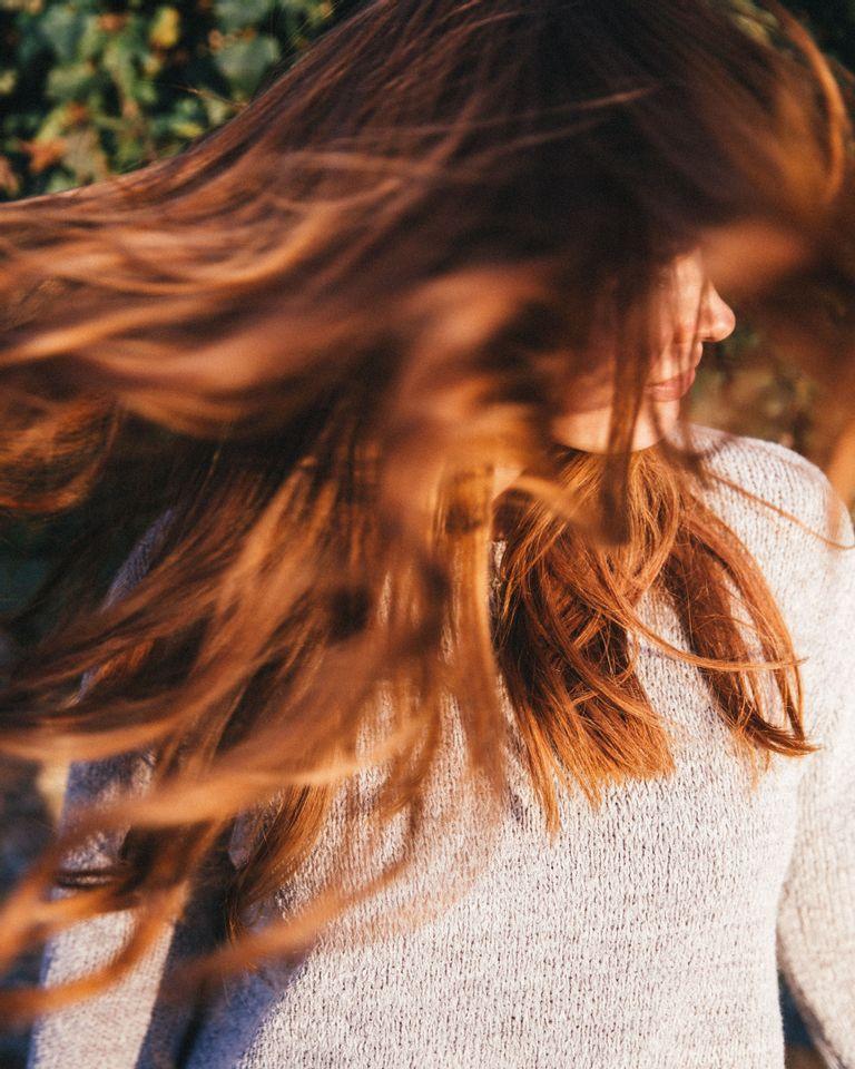 Hydrater ses cheveux avec de l'eau florale, et autres secrets de pro