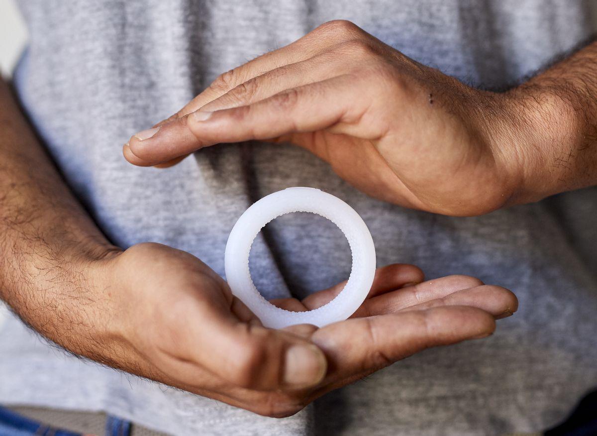 Contraception : Maxime crée l'Andro-switch, un anneau contraceptif masculin