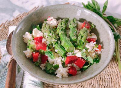 Salade estivale de riz aux asperges vertes