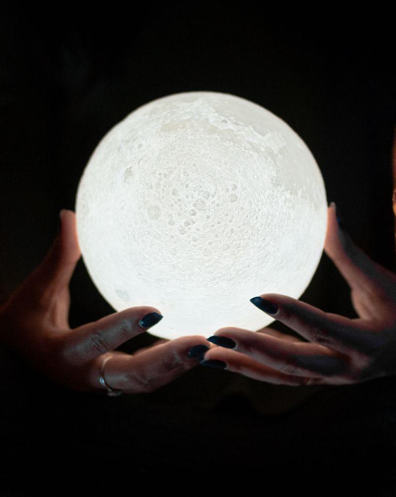 Les 4 phases du cycle menstruel en accord avec la lune